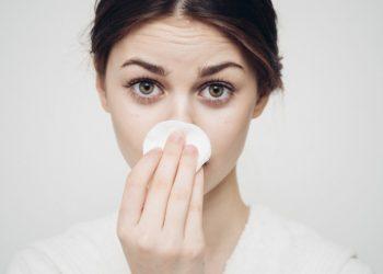 come togliere i punti neri dal naso